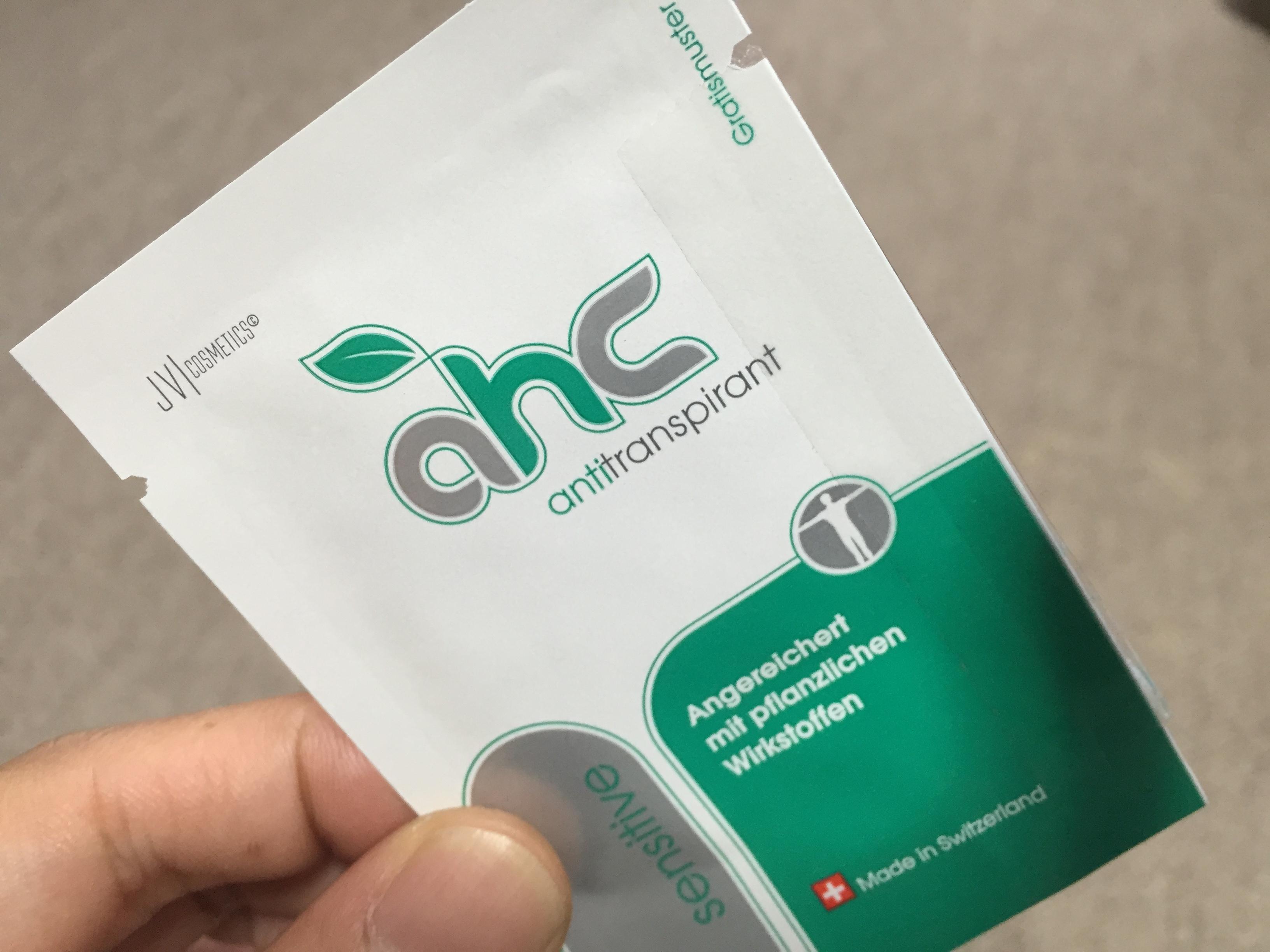スイス発「AHCセンシティブ」は脇汗に効くか無料サンプルで試してみた。