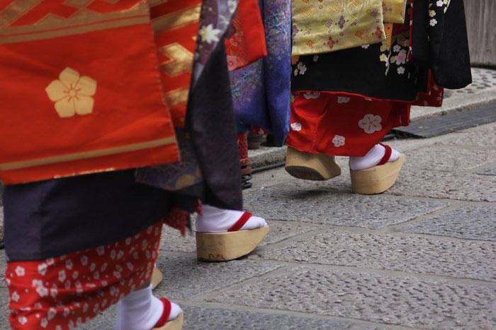 舞妓さんのマストアイテム!着けるだけで汗を止める帯が面白い。