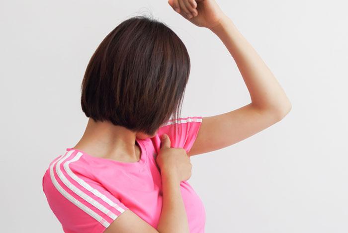 暑くないのに脇汗をかいてしまう3つの原因と脇汗を止める対策法