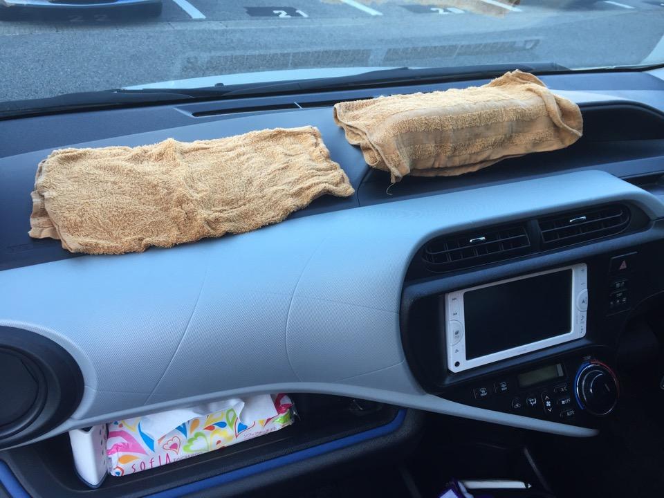 車のシートに染みついたワキガのニオイを落とす方法