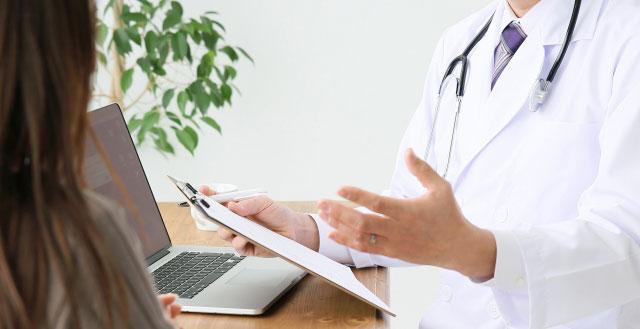 すそわきがの治し方って?病院での手術や治療、保険適用について